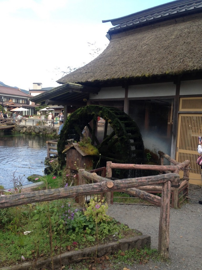 忍野八海の水車小屋.jpg